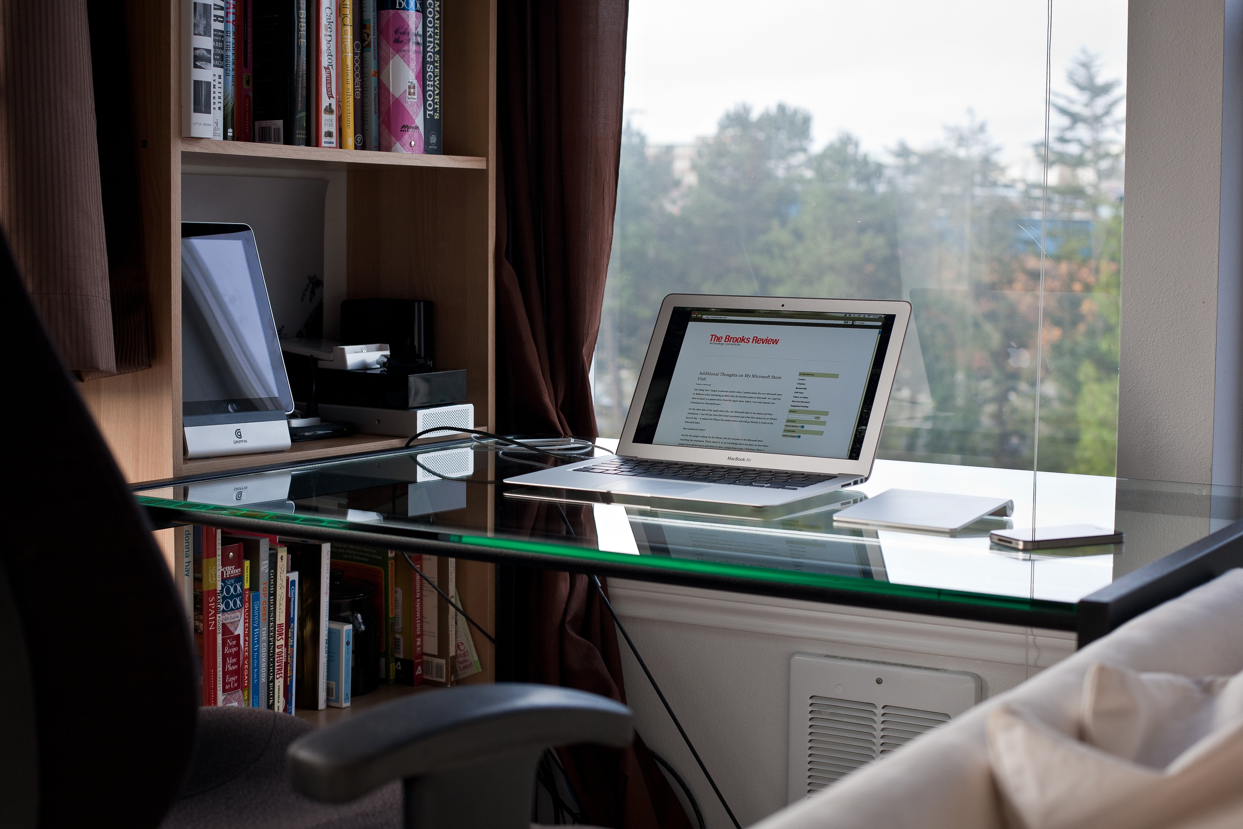 Little Thing Desks The Brooks Review